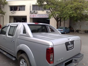 NISSAN NAVARA T-BOX WITH FIBERGLASS BAR